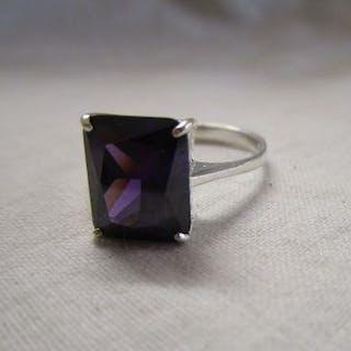 Silver amethyst set ring