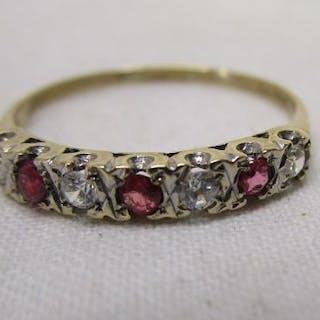 Gold 7 stone set ring