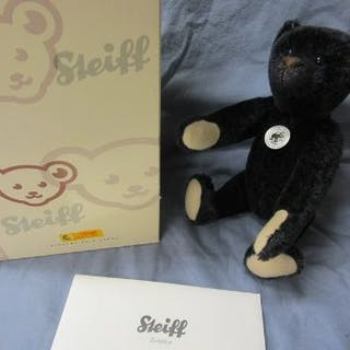 L/E Steiff growler teddy bear in original box with certificate
