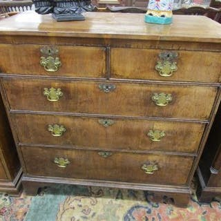Good 18C walnut chest of 2 over 3 drawers (H: 100cm W:102cm D:52cm)