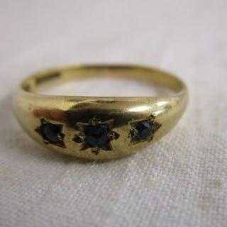 Gold sapphire set gypsy ring
