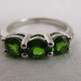 White gold green garnet & diamond set ring