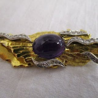18ct amethyst & diamond set brooch (Gross weight 15.4g)
