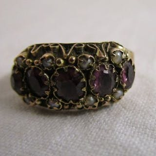 Antique gold garnet & pearl set ring
