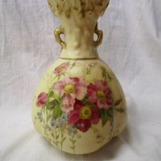 Royal Worcester vase pattern 1286 - Circa 1889