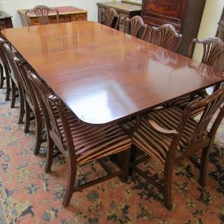 Large quality mahogany pedestal dining table with set of 10 Hepplewhite