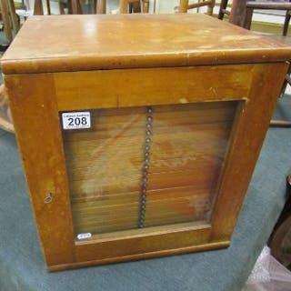 Coin collectors cabinet - H: 43cm W:39cm D:33cm