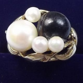 A 14 carat gold ring set pearls and black stone size L