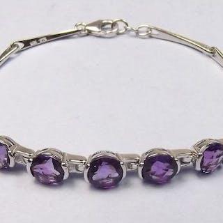 An amethyst bracelet