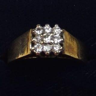An 18 carat gold modern ring set square panel of nine diamonds, size N