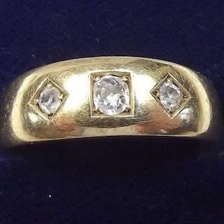 An 18 carat gold ring set three diamonds, size P