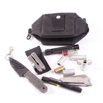 Shooting accessories incl.: Hai Hocho knife; two multitools; scope