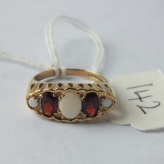 9ct five stone garnet and opal ring, size P