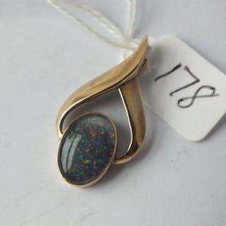 9ct opal set pendant 3cm long 4.5g inc