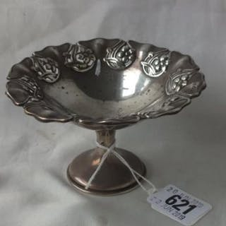 Art Nouveau pedestal dish with embossed border, Chester 1909 57g.