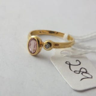18ct gold pink stone diamond ring approx size K