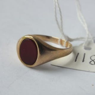 9ct gold and cornelian oval signet ring (size R)