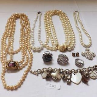 Bag costume jewellery