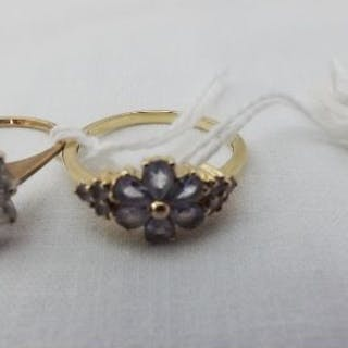 Two 9ct stone set cluster dress rings