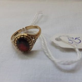 9ct garnet set ring approx size P 2.5g inc