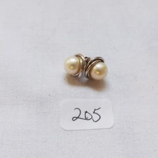 Pair silver and pearl earrings