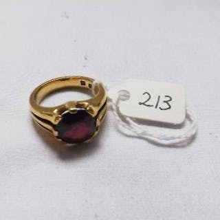 18CT GOLD RED STONE SIGNET RING approx size Q 14g inc