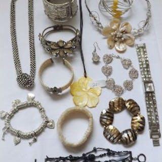 Bag of costume jewellery