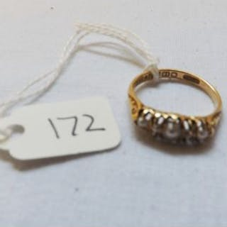 18ct gold 5 stone pearl & diamond ring approx size M 3.3g inc