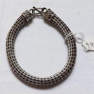 A fancy silver chain link bracelet – 45g
