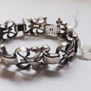 A stylish silver bracelet – 50g