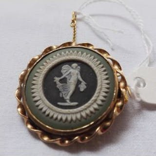 Three colour gold mounted Wedgwood brooch