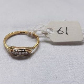 18ct gold Edwardian three stone diamond ring approx size M