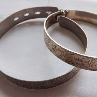 Two sterling silver bangles 36g