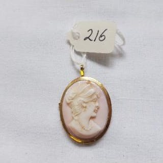 18ct gold pink cameo brooch