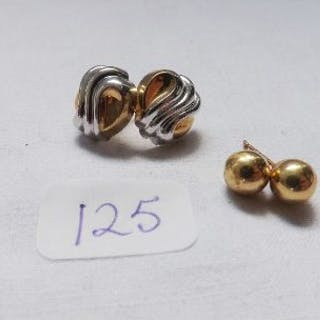 Two pairs 9ct earrings
