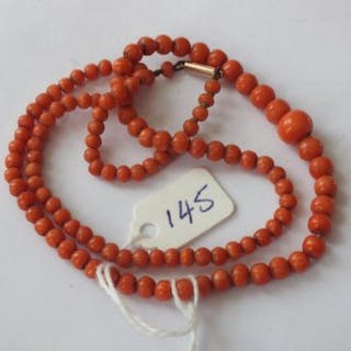 String of graduated coral beads with 9ct clasp
