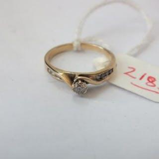Diamond single stone ring with diamond shoulders set in 9ct.