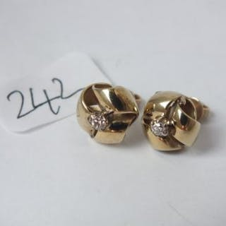Pair diamond and gold ear studs 4.3g