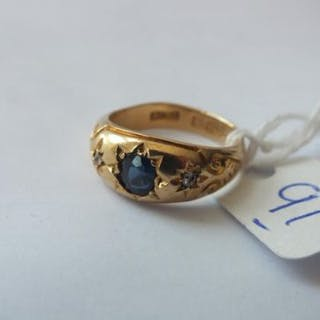 18ct gold sapphire & diamond set gypsy ring set with large centre