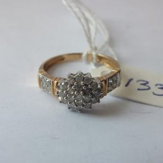 9ct diamond cluster ring with diamond shoulders approx size P
