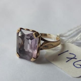 Small 9ct purple stone ring approx size G