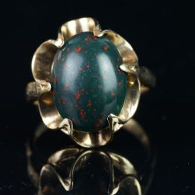 Single stone oval bloodstone ring, mounted in hallmarked 9ct