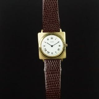 MID SIZE UNIVERSAL GENEVE 18K GOLD DRESS WATCH, circular white dial