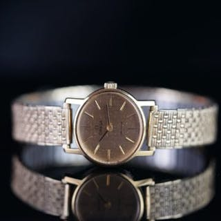 LADIES OMEGA DE VILLE, oval champagne dial, baton hour markers, 24mm