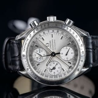 GENTLEMEN'S OMEGA SPEEDMASTER WRISTWATCH, circular silver dial with