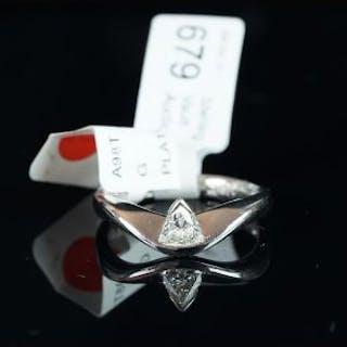 NEW OLD STOCK, UNWORN RETIRED STOCK - A single stone diamond ring