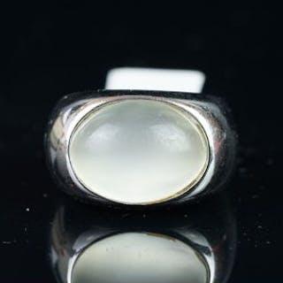 Single stone moonstone ring, mounted in white metal stamped 750, set