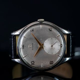 GENTLEMEN'S OMEGA OVERSIZE WRISTWATCH, circular off silver dial with