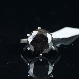 Solitaire round black diamond ring, mounted in white metal with rubbed