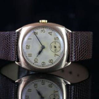 GENTLEMANS VINTAGE DRESS WATCH,cushion,silver dial with black hands